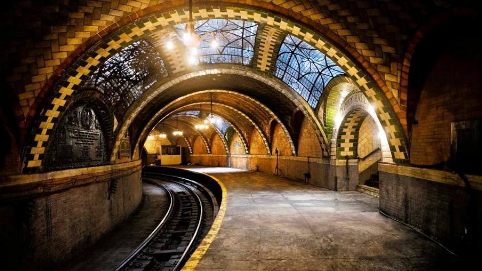 "Metro ""City Hall"""