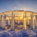 """Spektakularna """"Icehenge"""" skulptura na zaleđenom jezeru"""