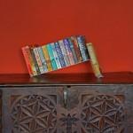 Skulpturalna polica za omiljene knjige