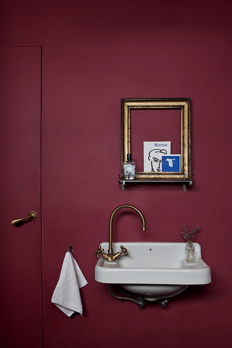 ideas-to-use-marsala-for-bathroom-decor-7