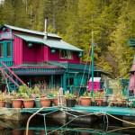 Četveročlana porodica živi na plutajućoj tvrđavi miljama udaljena od civilizacije