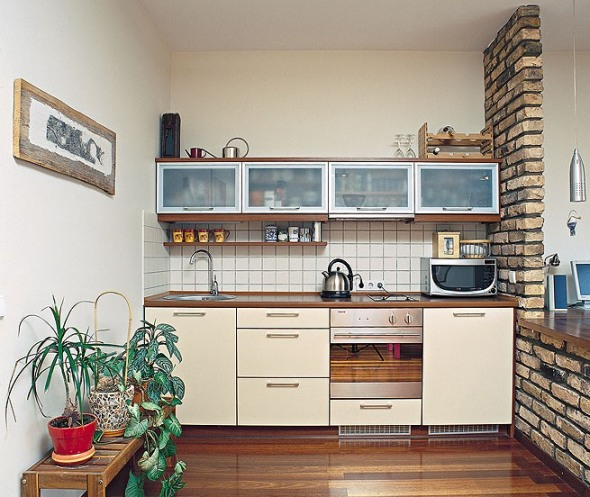 Prakti ne ideje za male kuhinje dom info for Small flat kitchen design
