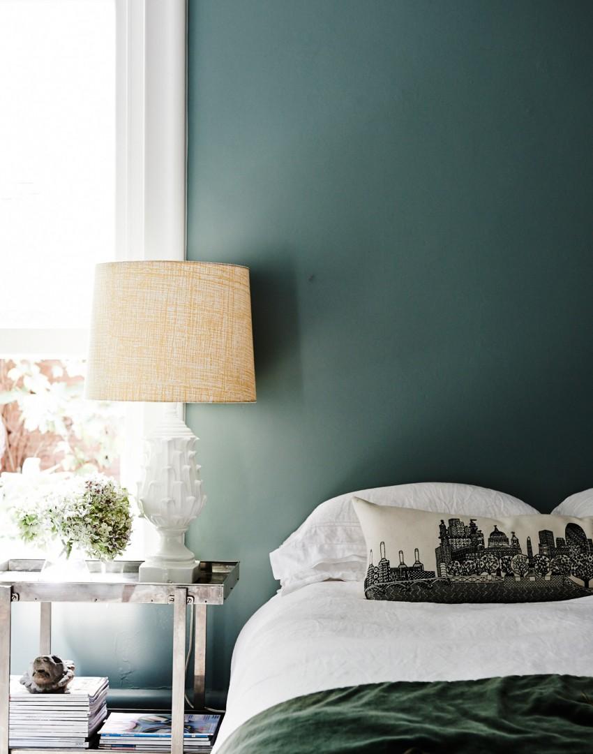 Bedroom-with-sage-green-walls