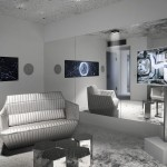 Umjetnička transformacija hotelske sobe u svemirsku stanicu