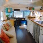Pogledajte kako je ovaj bračni par autobus preuredio u savršen dom
