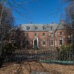 Zavirite u unutrašnjost misteriozne napuštene vile u New Yorku