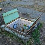 """Satirična instalacija: Minijaturne """"tajne"""" sobe u milanskim šahtovima"""