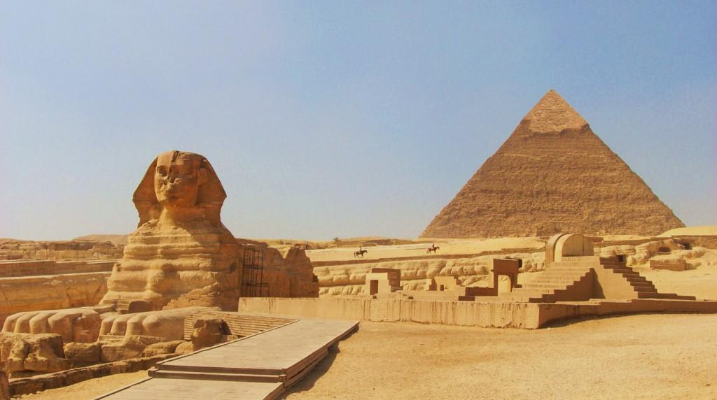 16egiptian-pyramids