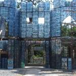 Gradi se eko selo od plastičnih flaša