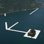 Umjetnici grade stazu za hod po vodi