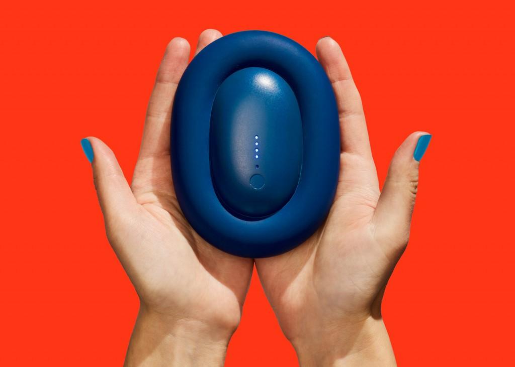 bump-karim-rashid-product-design-portable-charger-push-shove_dezeen_1568_0