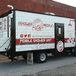 Odlična ideja i dobro djelo: Stari kamion pretvorio u kupatilo za beskućnike