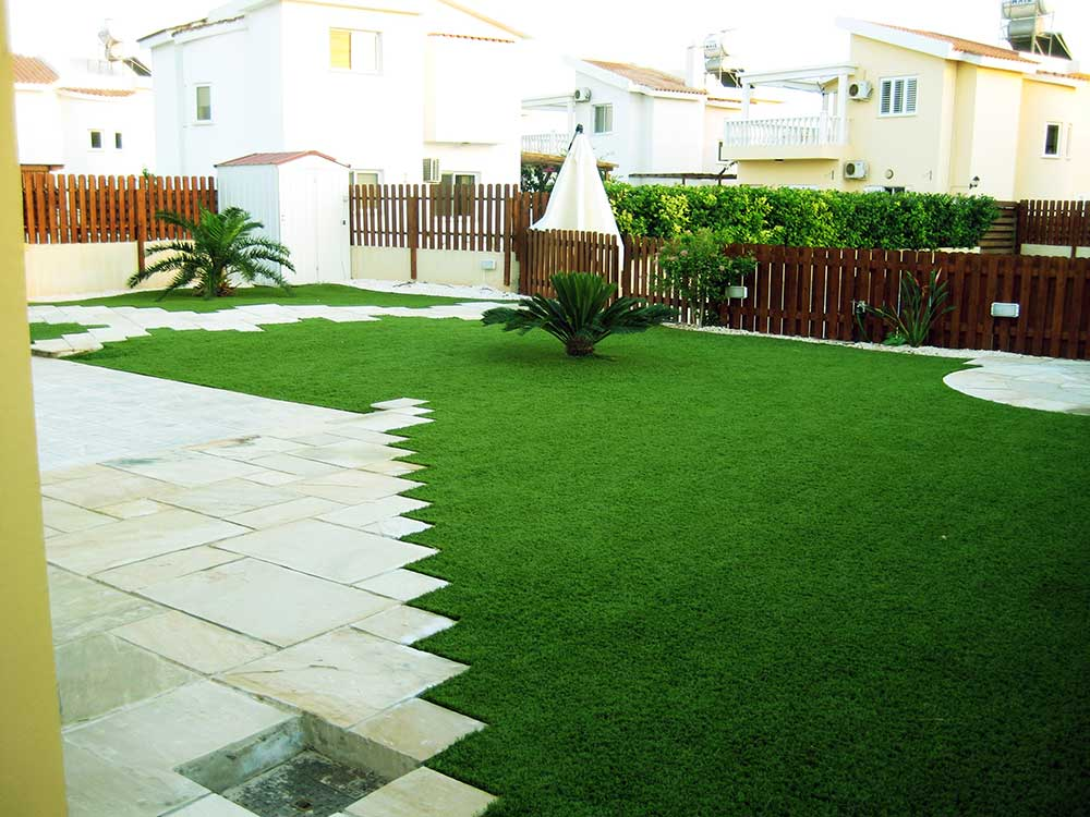 artificial-grass-holiday-home-lawn-view