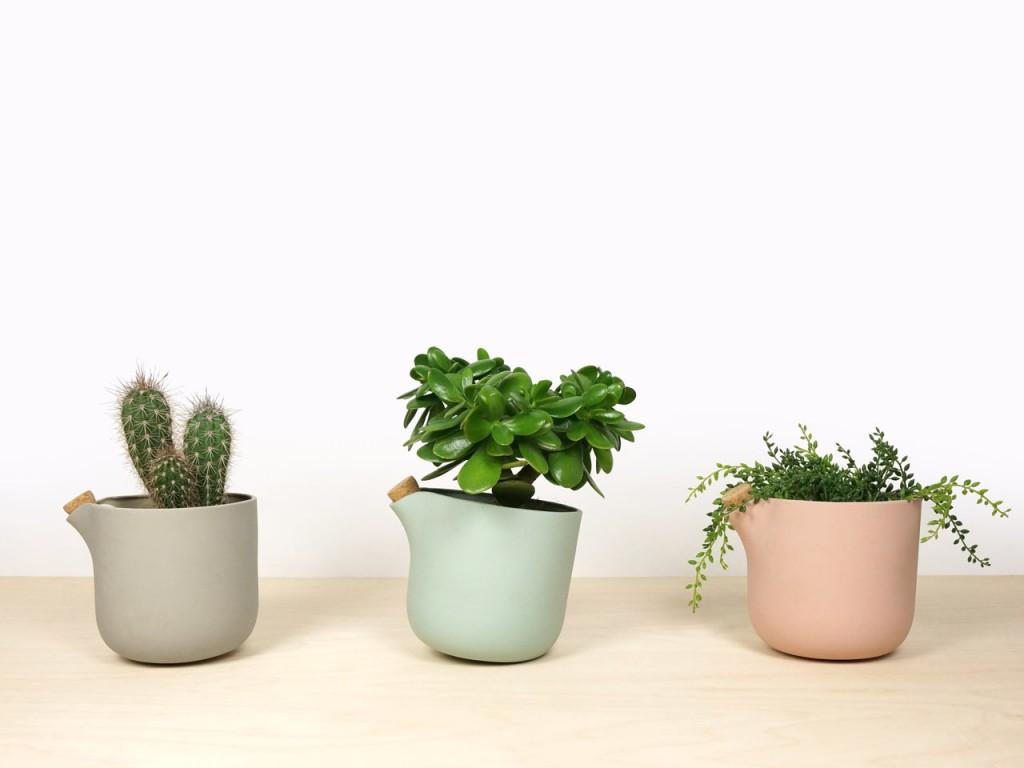 studio-lorier-self-watering-flowerpot-natural-balance-8