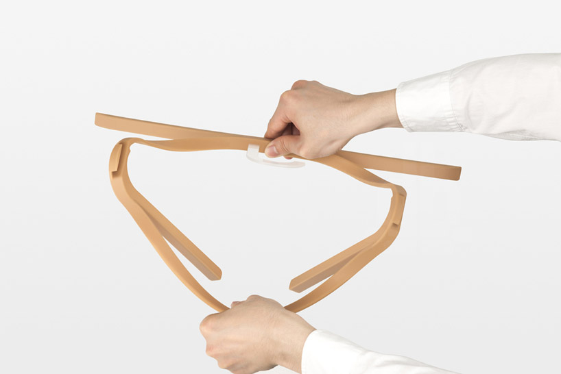 apostrophe-design-ivan-zhang-inside-out-hanger-designboom-04