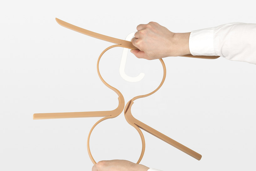 apostrophe-design-ivan-zhang-inside-out-hanger-designboom-05