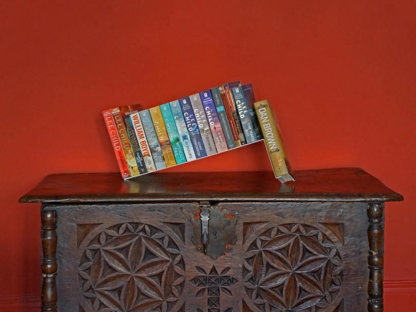 skulpturalna-polica-za-knjige
