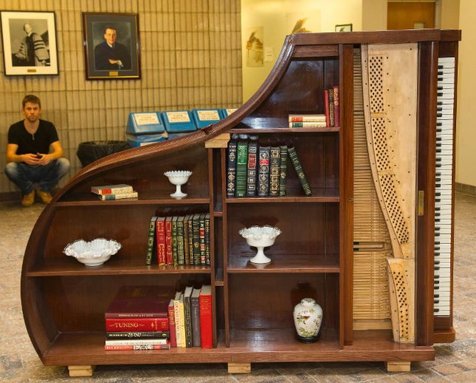 klavir polica za knjige