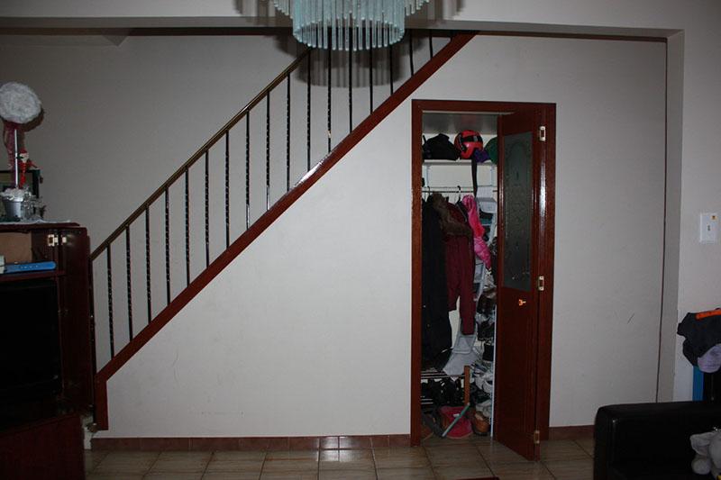 prazan prostor ispod stepenica