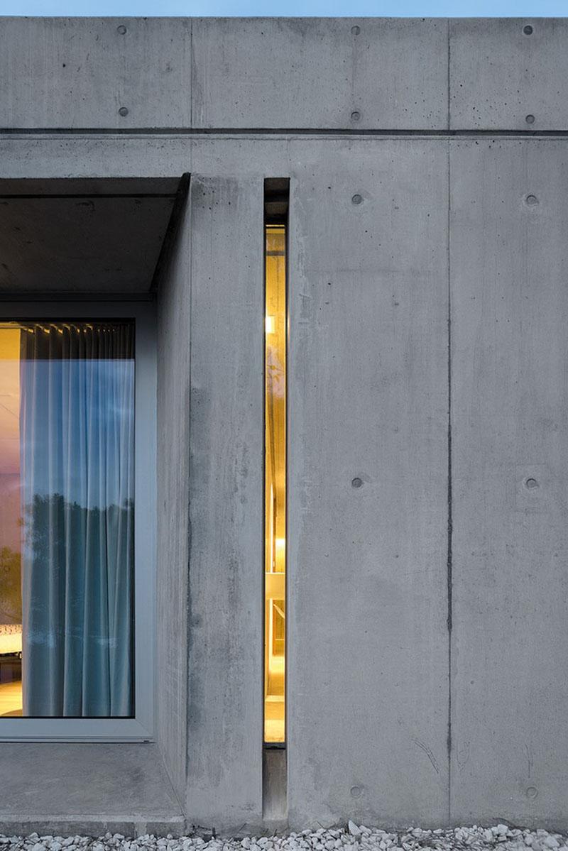 uski prozori moderan dom