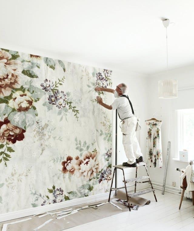 postavljanje tapeta na zid