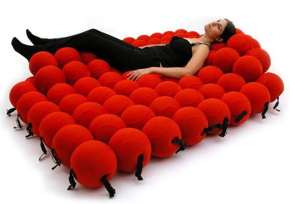 krevet od mekanih loptica