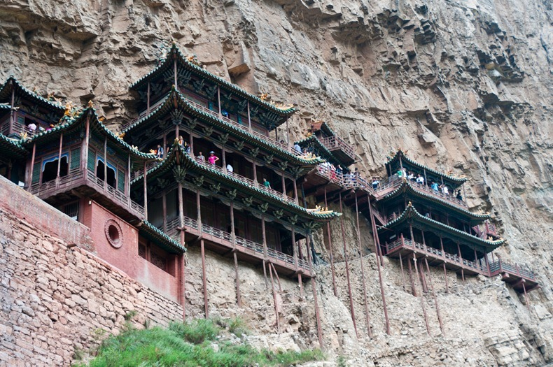 viseci hram
