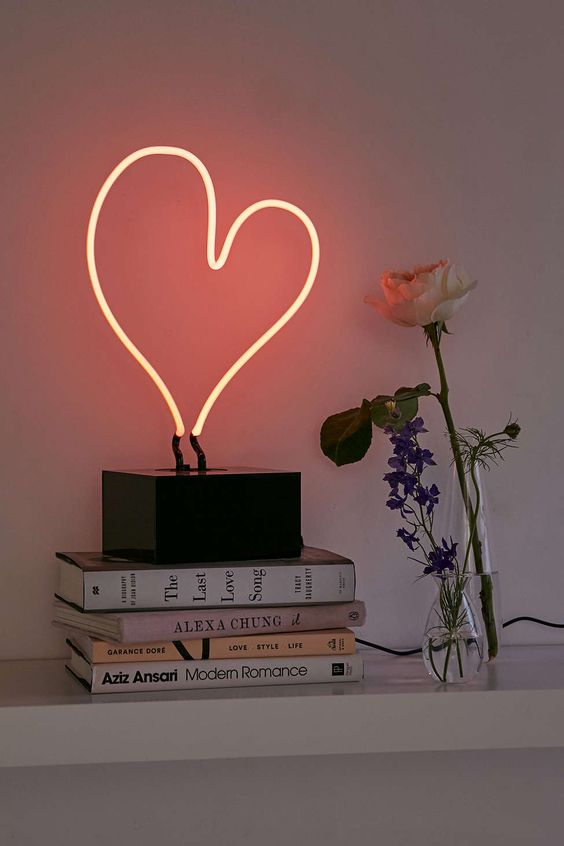 3-heart-neon-table-lamp-urban-outfitters