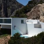 Impresivna minimalistička kuća na mediteranskim stijenama