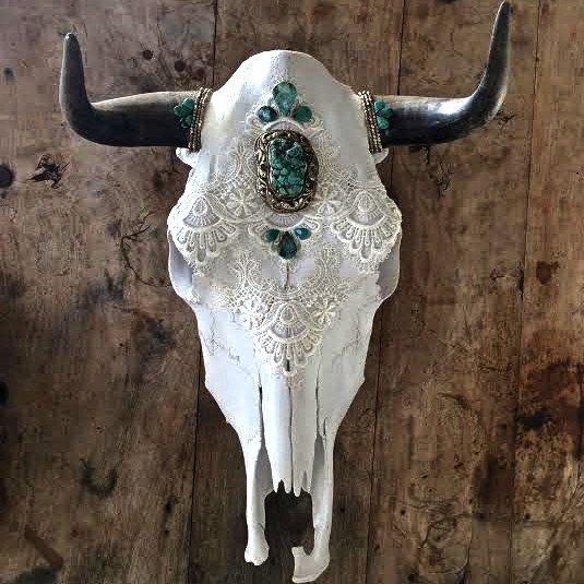 lobanje ukrasene nakitom