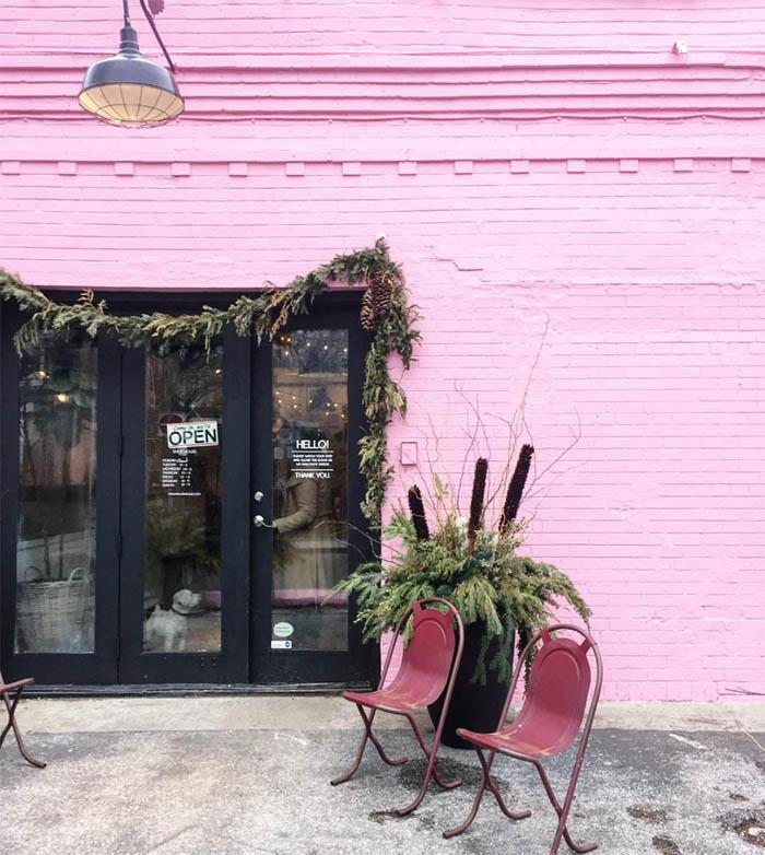 pastelno roza fasada