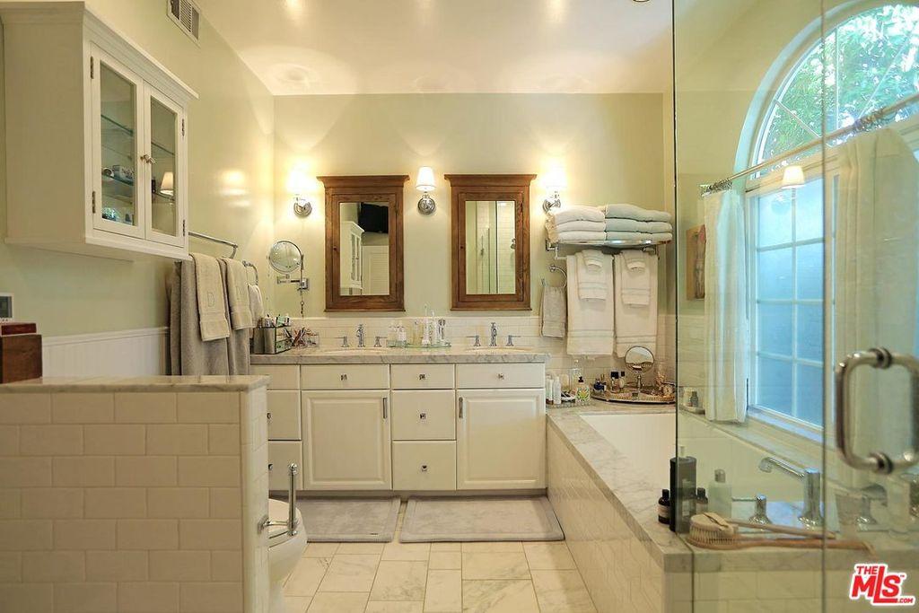 selena gomez kuca kupatilo