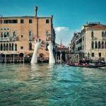 Ruke koje pridržavaju Veneciju šalju snažnu poruku