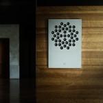 Zvučnik umjesto umjetničkog djela na zidu