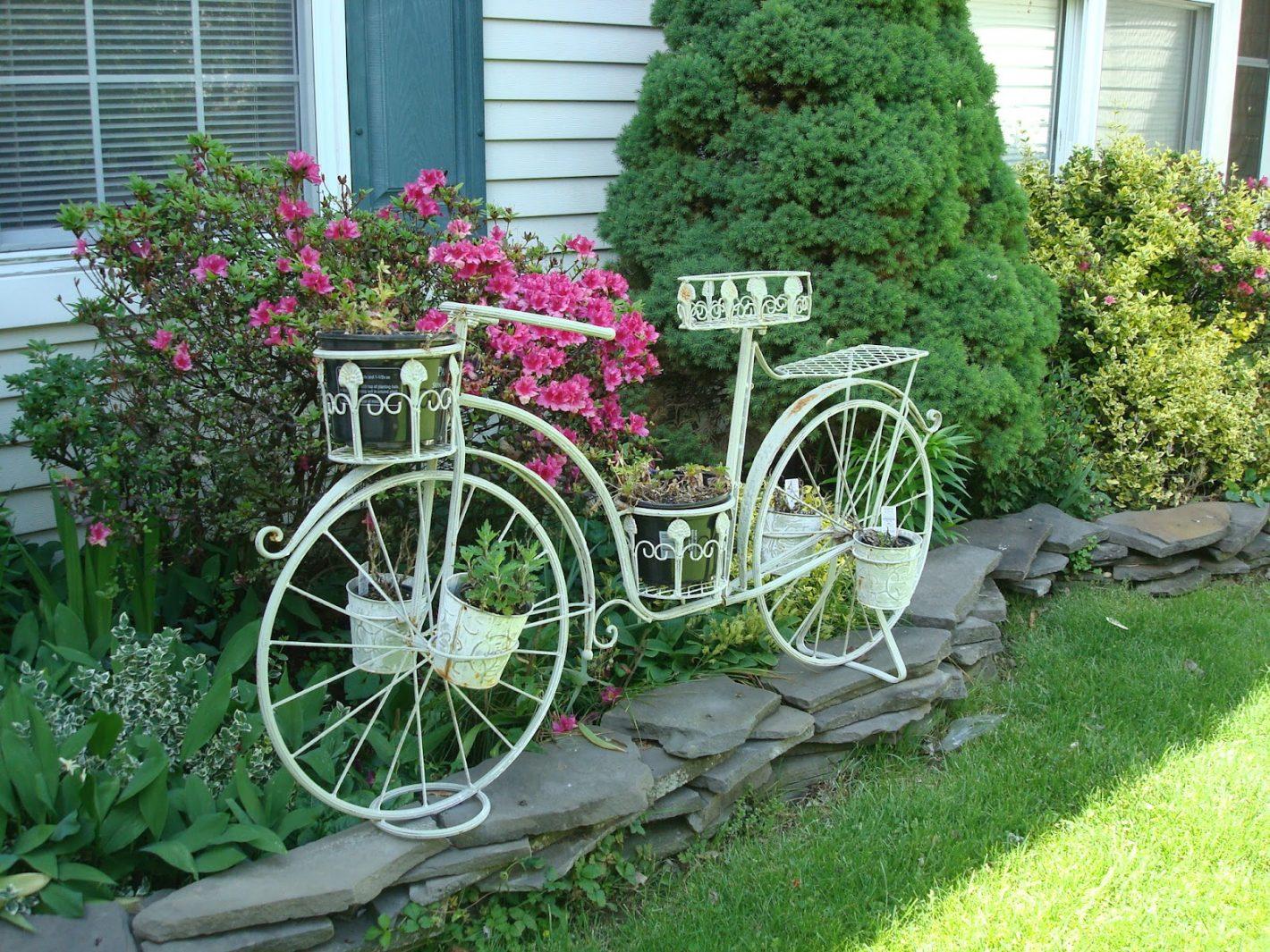 bicikl u vrtu