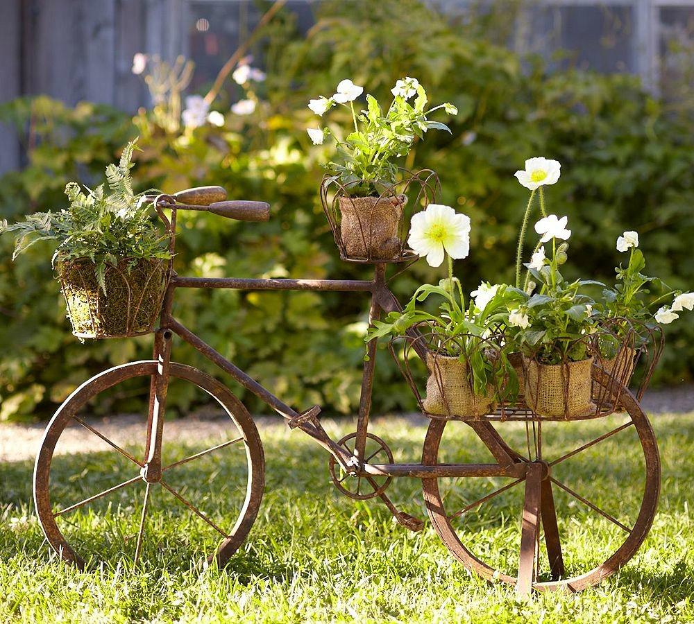 stari bicikl u vrtu