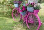 ukrasni bicikl u vrtu