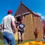 Mladencima kuću prekrili sa 522 gajbe piva