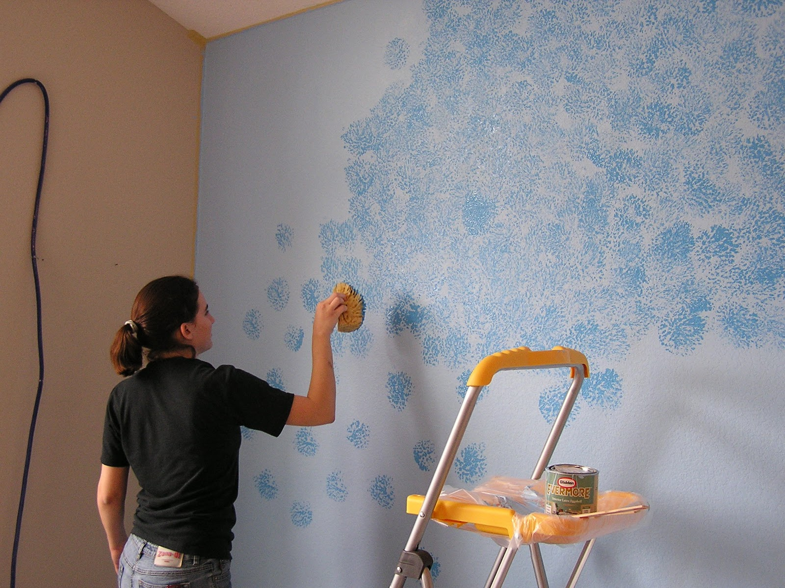 kako ofarbati zidove spuzvom