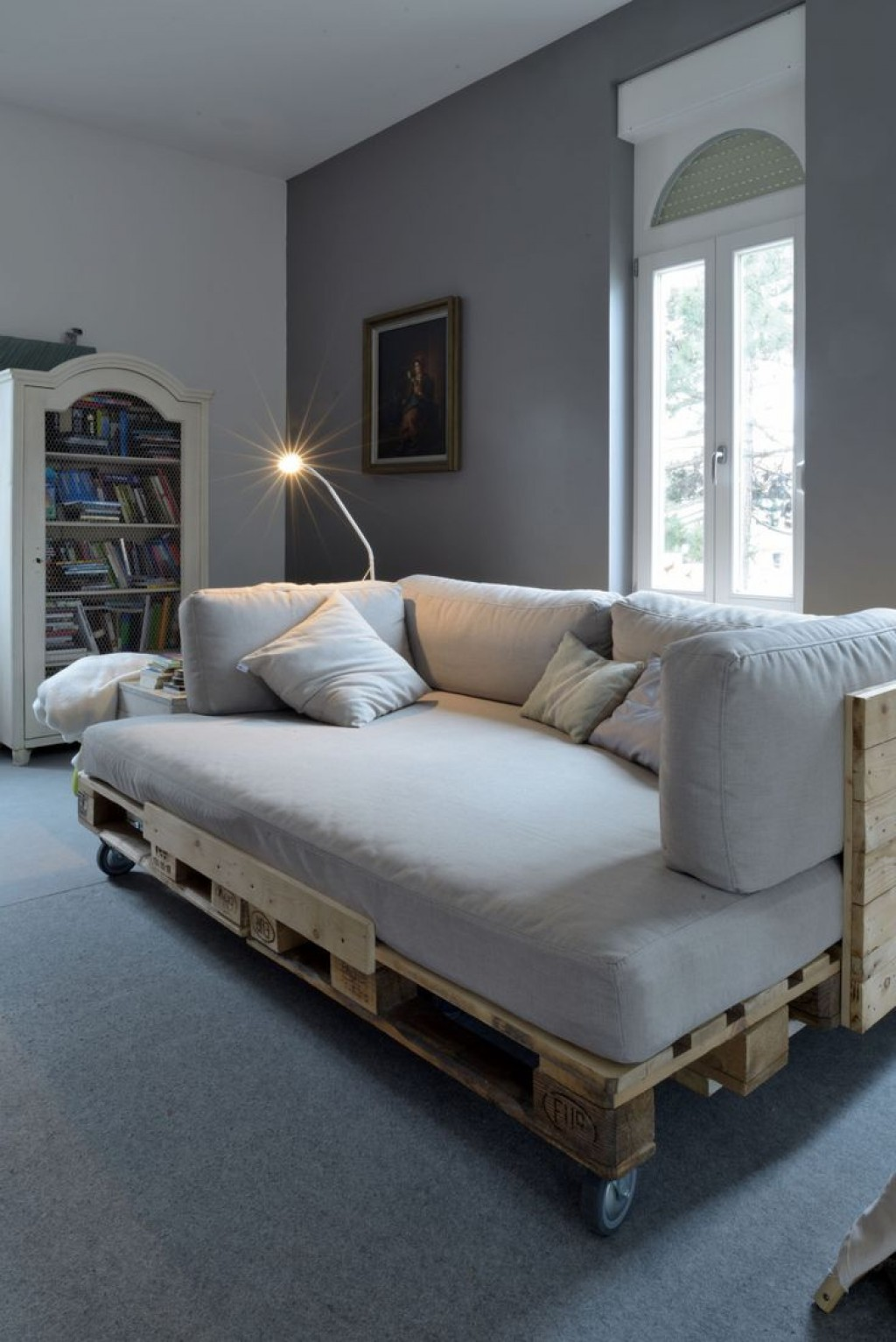 krevet od drvene palete