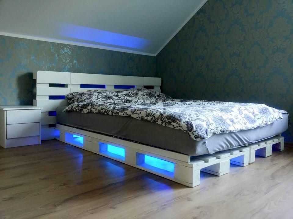 krevet od drvenih paleta