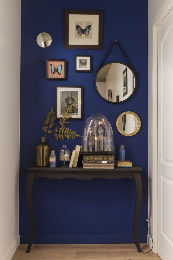 plava boja zida
