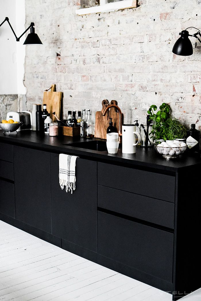 0e081f296377a7ef4f3a2d0608aac803--black-kitchen-cabinets-black-kitchens