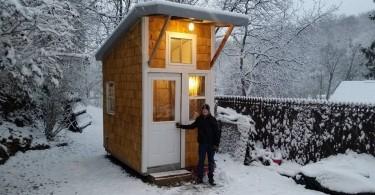 djecak izgradio kucu