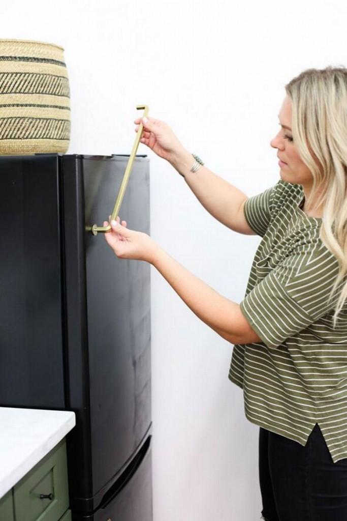 postavljanje rucke na frizider