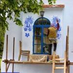 Baka od 93 godine uljepšava kuće u selu prekrasnim cvjetnim motivima