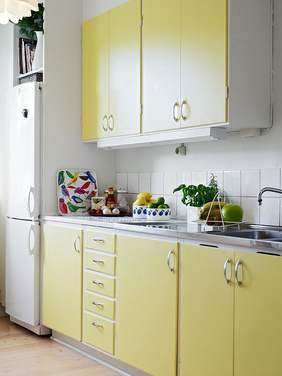 zuta boja u kuhinji