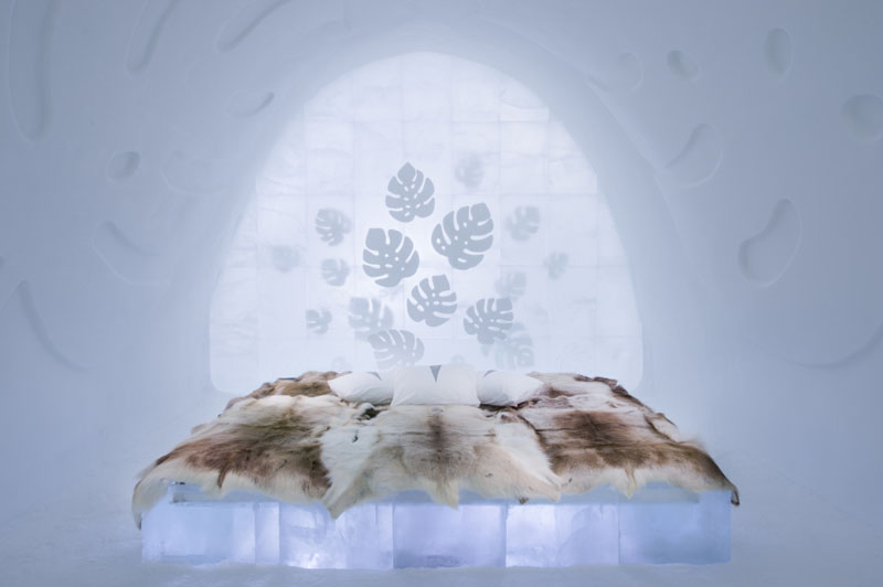 ice-hotel-art-suites-ice-carving-sculpture-191217-1221-02