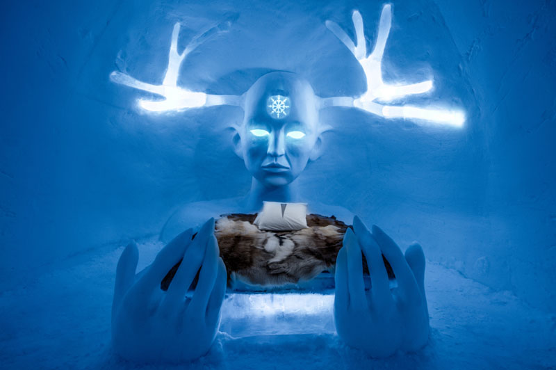 ice-hotel-art-suites-ice-carving-sculpture-191217-1221-04