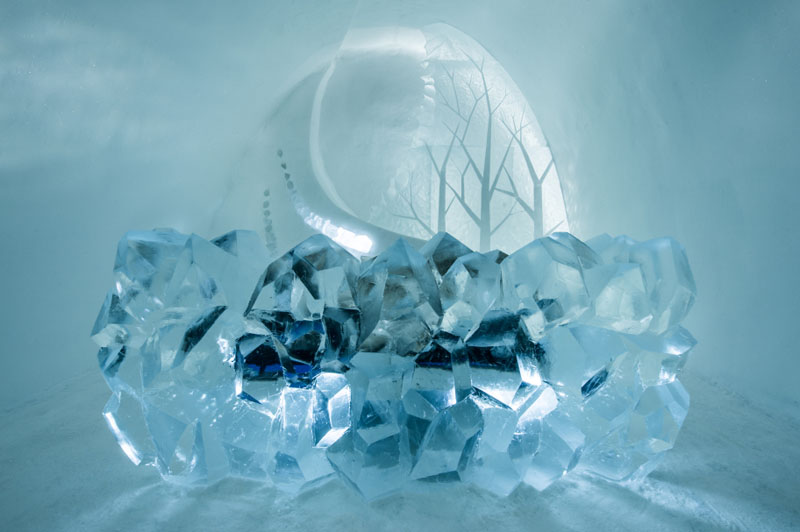 ice-hotel-art-suites-ice-carving-sculpture-191217-1221-05